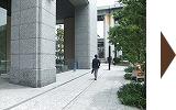 オリックス本町ビルの正面入り口です。