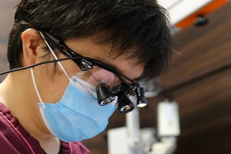 眼鏡型の歯科用ルーペ
